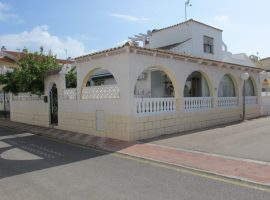 Semi Detached corner Villa, Los Alcazares