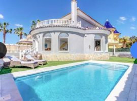 Stunning detached villa in Los Alcazares